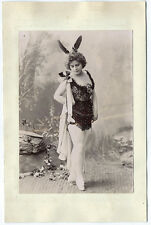photo vers 1900 Femme en costume de scène / cabaret danse théâtre opéra plume