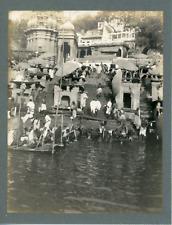 Inde, Lieu de pèlerinage sur la rivière, ca.1910, vintage silver print Vintage s