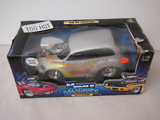 MUSCLE MACHINES 1:18 SCALE '00 PT CRUISER SILVER/GREY WITH FLAMES BLOWER ENGINE