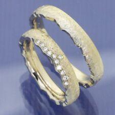 Besondere Eheringe Trauringe Sonnenlicht aus 585 Gold mit Abbruchkante.
