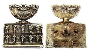 Insigne/ Badge- ITF International Tennis Federation. Argenté. A.Bertrand, France