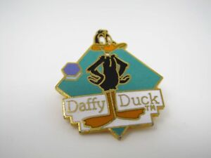 Vintage Collectible Pin: DAFFY DUCK 1990