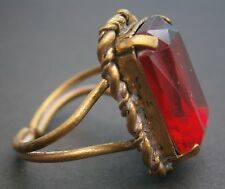 AT291) vintage brass tone metal large red cut oblong glass ring