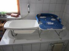 Blauer Wickeltisch mit Badewanne für Kleinkinder