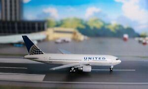 1:400 AeroClassics UNITED AIRLINES B767-200, N68159