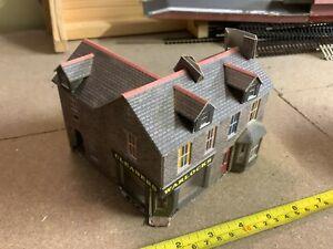 Kit Built Metcalfe PO264 OO/HO Gauge Grey Stone Corner Shop & Terraced Houses