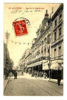 CPA 84 Vaucluse Avignon Rue de la République animé