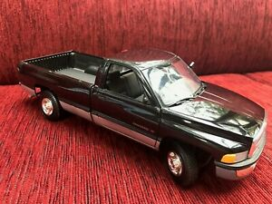 Maisto - 1:18 - Modellauto - Dodge Ram - schwarz - gebraucht
