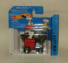 HotWheels Diecast 2014 - Peanuts SNOOPY Mobile - NEW & Sealed