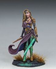 DARK SWORD MINIATURES - DSM7448 Female Warrior Mage w/Sword & Wand