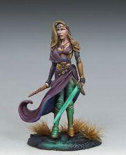 DARK SWORD MINIATURES - DSM7448 Female Warrior Mage w/Sword & Wand