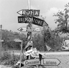 WW2 Photo WWII Road Sign Between Valmontone and Rome 1944  Italy   / 1415