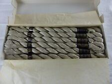 DMC boite scellée de 12 échevettes COTON PERLE 5 N° 644 gris , art. 115