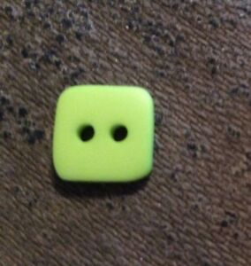 THE BUTTON CO #HW120 LIME SQUARE--2 HOLE--3/8'--11 PIECES