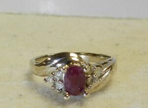 #J31 14k White Gold Ring Red Stone Secondary Diamonds Size 5 3/4   3.4 Grams