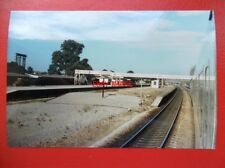 PHOTO  NEWBURY RACECOURSE RAILWAY STATION 28/7/84