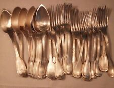 Couverts en métal argenté poinçonnés, 16+1 fourchettes et 8 cuillères.