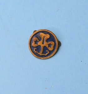 VINTAGE GOLD TONE & BLUE ENAMEL GIRL SCOUTS BROWNIES TREFOIL PIN NO CLASP