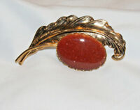 Vintage Unsigned Gold Tone & Red GOLDSTONE Cabochon Pin Brooch D7