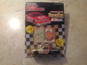 1991 Mark Martin #6 Racing Champions 1/43 Die-Cast Valvoline NASCAR Race Car