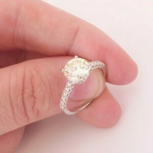 18ct gold 1.97ct diamond solitaire with diamond shoulders