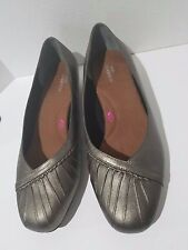 Ros Hommerson Tatum Pewter Leather Low Heeled Skimmer Shoes Womens Size 9.5 WW