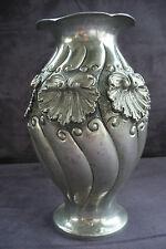 ancien vase en étain argenté repoussé Art Déco signé Houzeaux