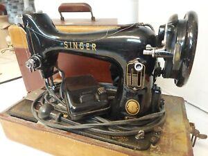 Vtg.SINGER Sewing Machine 99 Portable Black w/Case Great Britain WORKS GREAT!