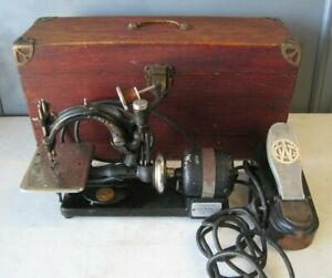 Antique Willcox & Gibbs Noiseless Automatic Sewing Machine in Case with Pedal