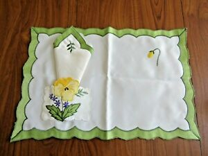 """Novel Polyester """"PLACE MAT"""" and """"SERVIETTE"""" (Napkin), Machine embroidered, new."""