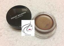 Model co Hailey Baldwin en el resplandor Crema Resaltador Bronce 4.5g