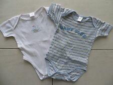 2 schöne Baby Body's - Jungen Kurzarmbody's - weiß + gestreift - Größe 62/68