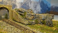 N GAUGE TUNNEL ENTRANCE SIDE RETAINING WALL CAST INTO A ROCK FACE (W2)