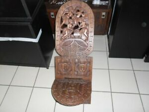 Grande chaise africaine sculptée neuve