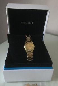 Seiko 5 Womens Automatic 21  jewels Day & Date Bracelet Watch