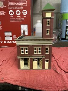 Ho Scale Fire House - Assembled/lighted
