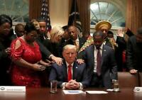 PRESIDENT DONALD TRUMP PRAYING OFFICIAL WHITE HOUSE 8X10 PHOTO PICTURE POSTER