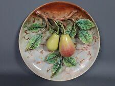Ancienne assiette barbotine poires en relief Vers 1900.