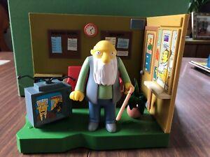 The Simpsons Retirement Castle Jasper Interactive Environment Playmates USED