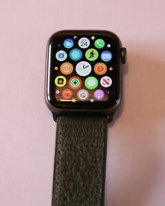 Apple Watch Series 4 40 mm Space Gray Aluminum Case with Green Nike Strap