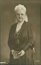 Den Haag Netherlands Old Lady by H Deutmann. Book Lace Bonnet    QF.550