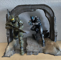 Halo 5 Guardians Limited Collector's Edition Master Chief & Spartan Locke Statue