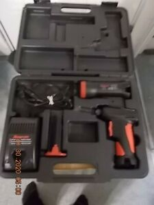 SNAP ON TOOLS CTS561 CORDLESS DRIVER & CTLED566 FLASH LITE & BATTERY & CHARGER