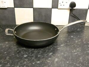 le creuset large deep frying pan / stir fry pan / wok 28 cms