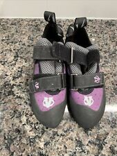 Evolve Electra rock climbing shoes - Woman's Size 5 - Purple worn once