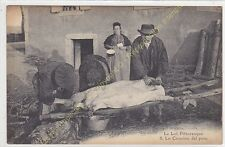CPA 46  LE LOT PITTORRESQUE Lo Cousino del porc animé découpe du cochon  ca1922