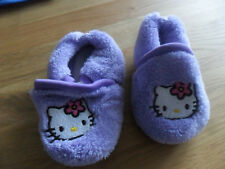 Süße Hello Kitty Krabbelschuhe Hausschuhe Gr.  16 lila NEUWERTIG