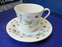 "ROYAL DOULTON TABLEWARE LTD. 1977 TEA CUP & SAUCER ""STRAWBERRY CREAM"" - ENGLAND"