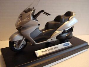 Honda Silver Wing - Silver WELLY 1:18