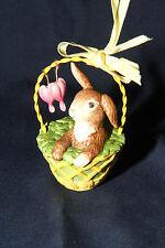 Goebel Hase Jahreshase 2012 Hase im Körbchen mit Blumen Ornament zum Hängen